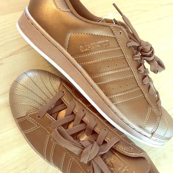 pas mal 297c5 c0fc2 NEW Golden bronze adidas superstar WMN sneaker 8.5 NWT